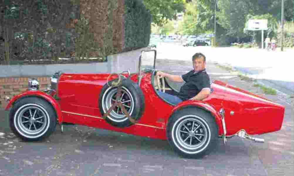 Trasco-forever: Georg Starke und seine Replica eines Bugatti B 35.
