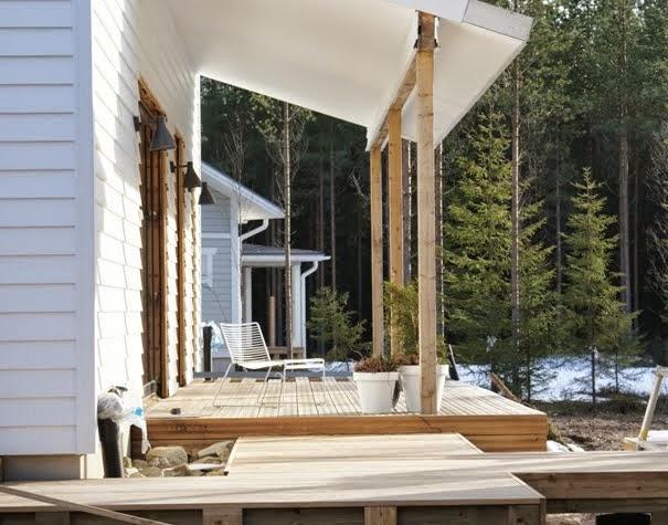 lehtikuusi terassi, vinyyliverhous, lumo valaisin, moderni talo