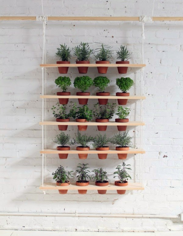 Estanteras colgantes para cultivar muchas plantas en poco espacio