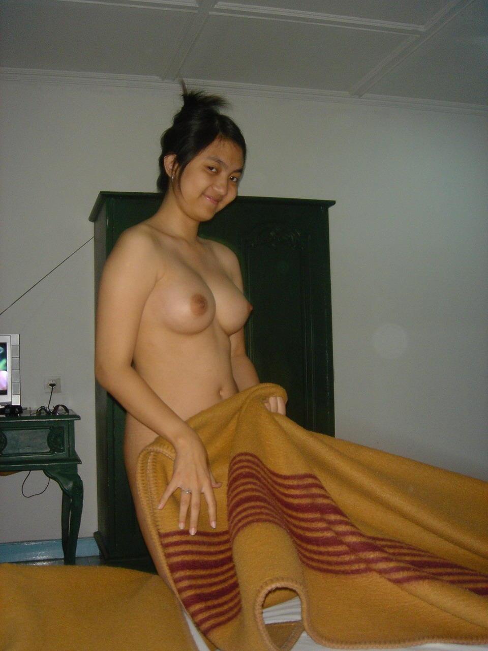 nude young girlbutt cheeks
