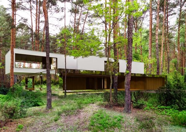 konsep-desain-modern-rumah-cermin-izabelin-house-melayang-di tengah-hutan-002