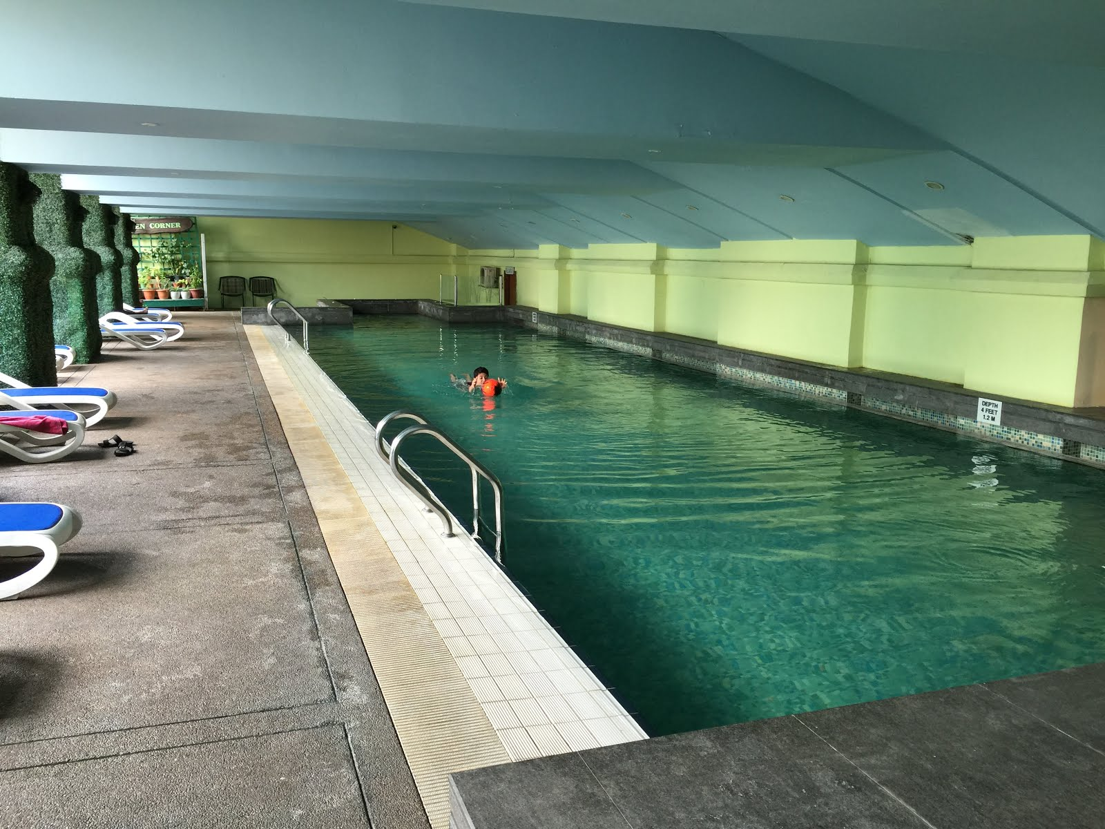 Kuala lumpur where to stay hotel royal for Life of pi swimming pool