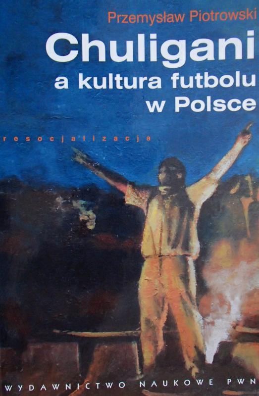 """Okładka książki """"Chuligani a kultura futbolu w Polsce"""" Przemysława Piotrowskiego"""