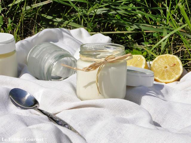 Avec le printemps, on ressort la yaourtière : les yaourts sucrés au citron bio !