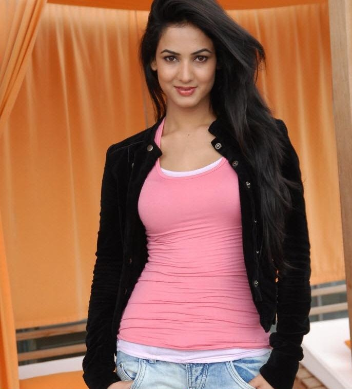 Only Wallpapers: Sonal Chauhan wallpapers