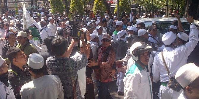 Massa FPI seusai Aniaaya Wanita Pengendara Sepeda Motor
