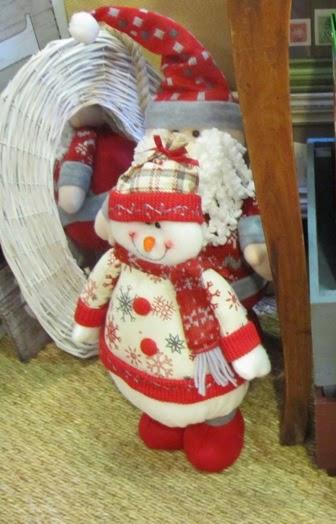 Muñeco de nieve y papa noel. Espejo corazón