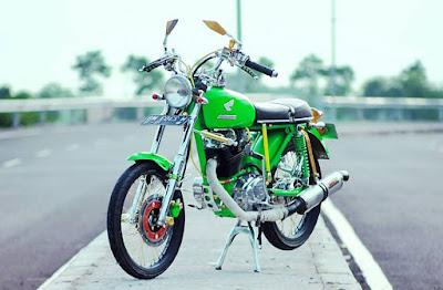 Modifikasi Honda CB Glatik Ijo Lumut Mojoagung