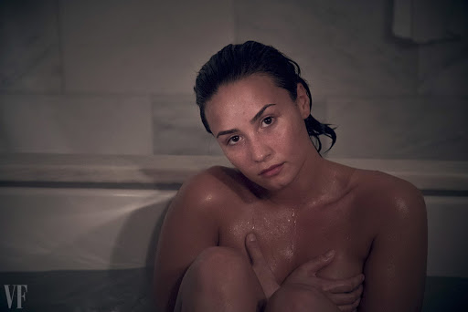 Demi Lovato naked Vanity Fair magazine October 2015 photo shoot