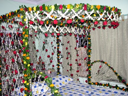 Wedding room decoration wedding snaps for Marriage bed decoration photos
