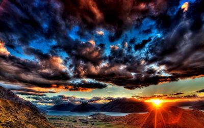 Puesta de sol junto al lago y el cielo nublado - Sunset