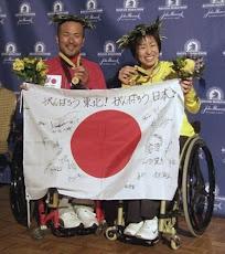 2011年ボストン・マラソン:  <br>(車いすの部) で、男女アベック優勝!