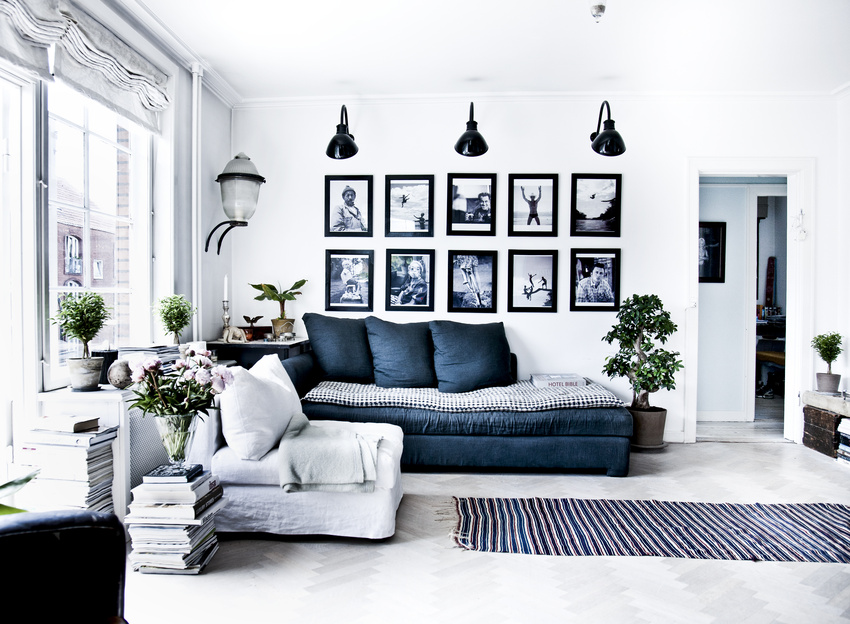 Black White and Blue Living Room 850 x 624