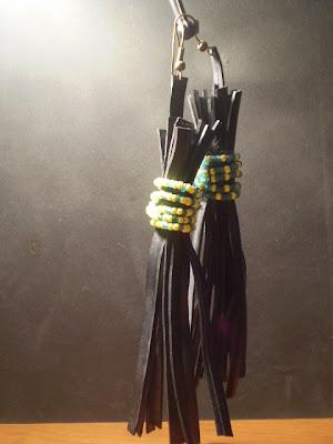 hosszú lógó fülbevaló bicikli gumibelsőből gyöngyökkel