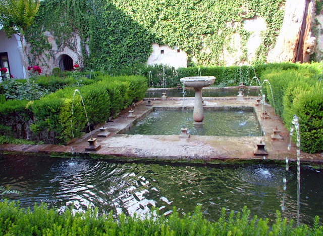 Di qua e di la alhambra il giardino di spagna the - Giardini con fontane ...