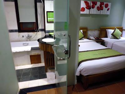 Habitacion y baño Green Heaven Resort Hotel Hoi An