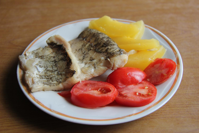 Блюда из рыбы. Щука припущенная  с овощами — диетическое блюдо