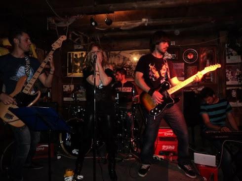 """Custom Rock en """"Pub Harley"""""""