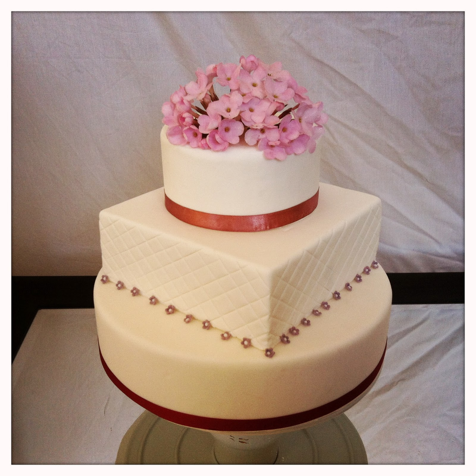 3 Tier Roundsquare Cake With Pink Flowers Littlewood Cakes