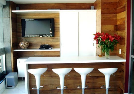 decoracao de interiores de casas de madeira:recuperada de antigas casas e galpões e além de uma grande beleza