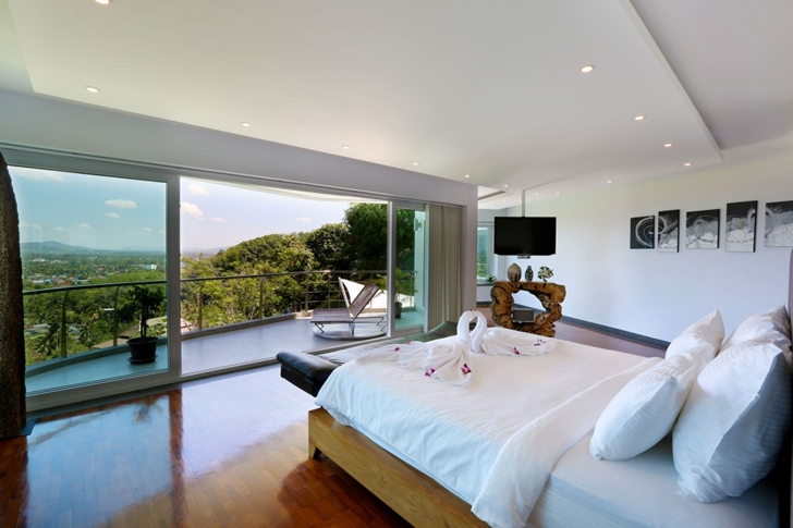 Bedroom with balcony in Modern Villa Beyond in Phuket
