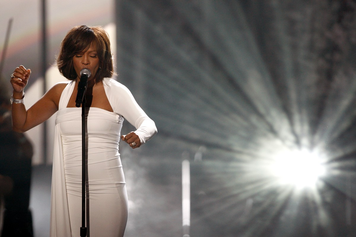 http://1.bp.blogspot.com/-gJwPwvgdSTM/Tzt_LmSOJDI/AAAAAAAACec/lHtEHj9vWA0/s1600/pop-star-whitney-houston-dies-at-48_img.jpg