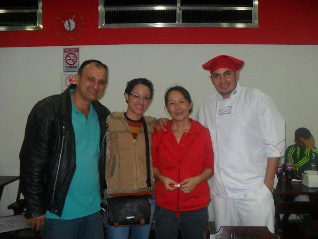 Camilo e Elizandra e os amigos Mario e Emy no Pizzaolo Delivery