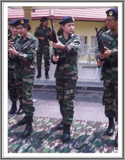 lisa surihani,angkatan tentera malaysia,baju celoreng angkatan tentera malaysia,baju celoreng tentera darat,Gambar Lisa Surihani pakai baju celoreng tentera darat,askar wataniah,lisa surihani askar wataniah