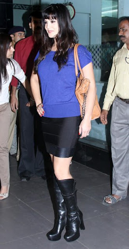 Sunny Leone Pictures in Short Skirt, Sunny Leone Indian Actress in Hollywood