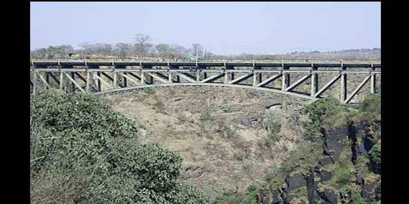 Kegiatan Paling Menyenangkan Saat Berlibur Ala Bule - Jumping di Zimbabwe