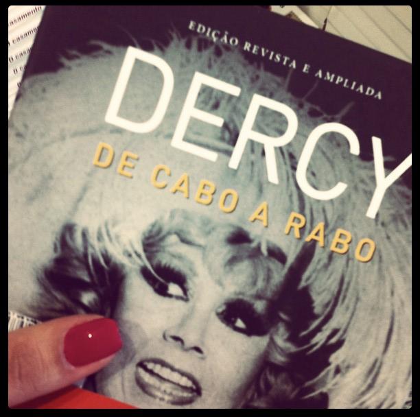 Livro Dercy de Cabo a Rabo