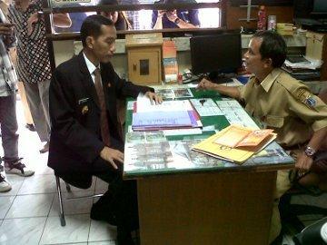 Jokowi Datang Jam 8, Lurahnya Nggak Ada, Camatnya Nggak Ada [ www.BlogApaAja.com ]