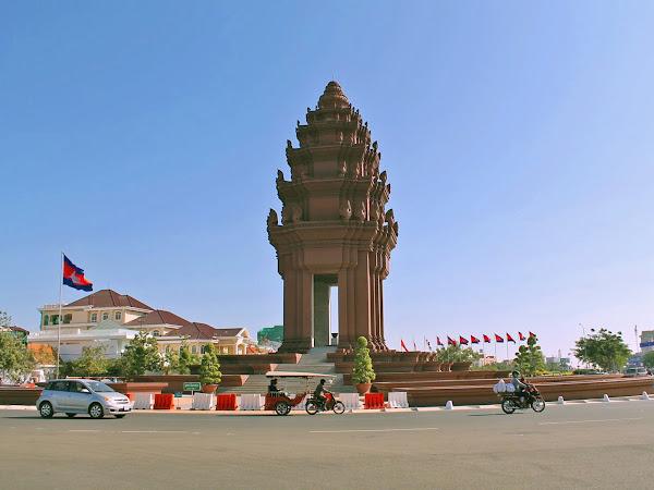 Monumento a la Indepencencia - Phnom Penh (Camboya)