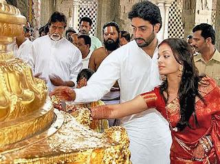 Aishwarya and Abhishek bachan in a temple