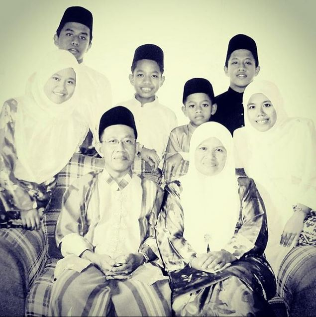 2005 on Eid #familypotrait #theBasripuzi