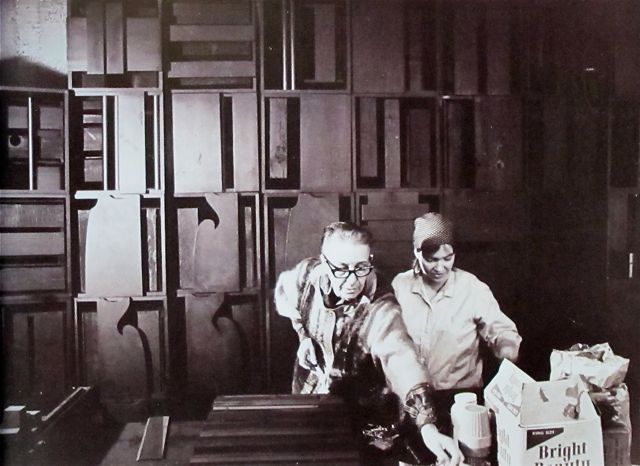 Mondo o artists in their studios