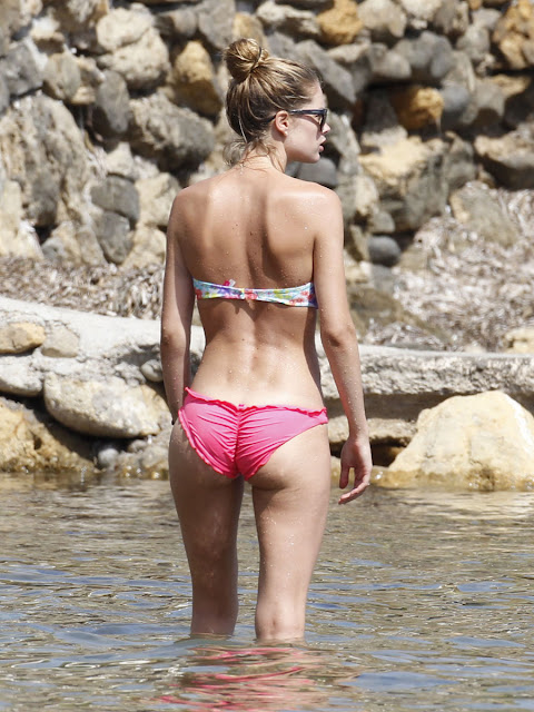 Doutzen Kroes Sweet Ass Tiny Bikini Candids At The Beach In Ibiza