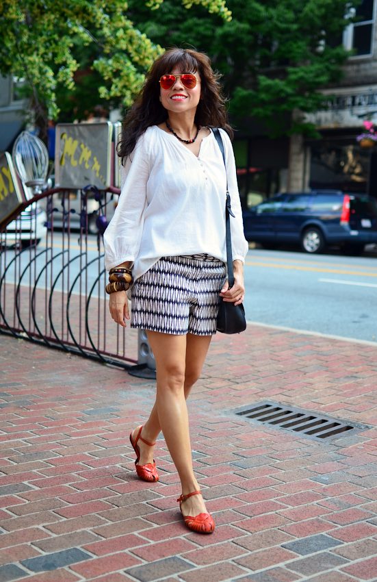 Printed shorts street style