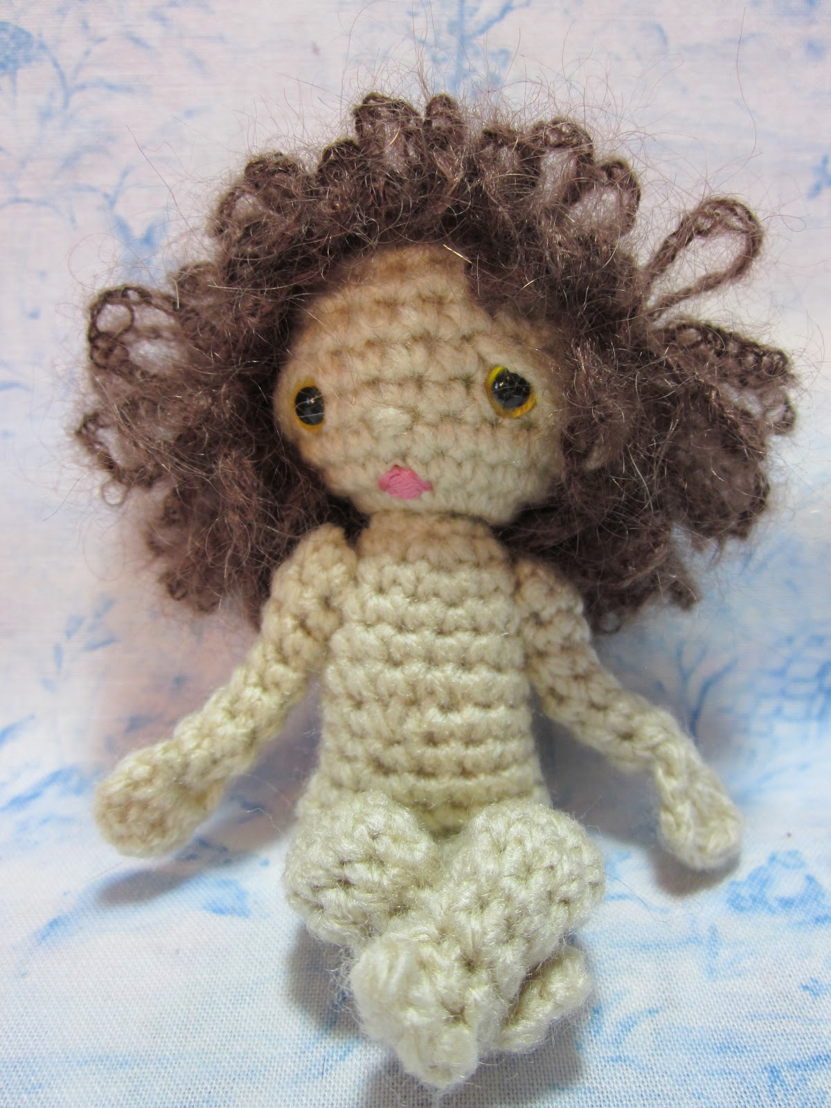 How to Make a Curly Crochet Doll Wig - waldorf temp