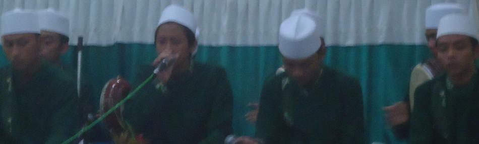 Penampilan grup al banjari Sunan Ampel Putra, yang telah menjuarai berbagai festival.