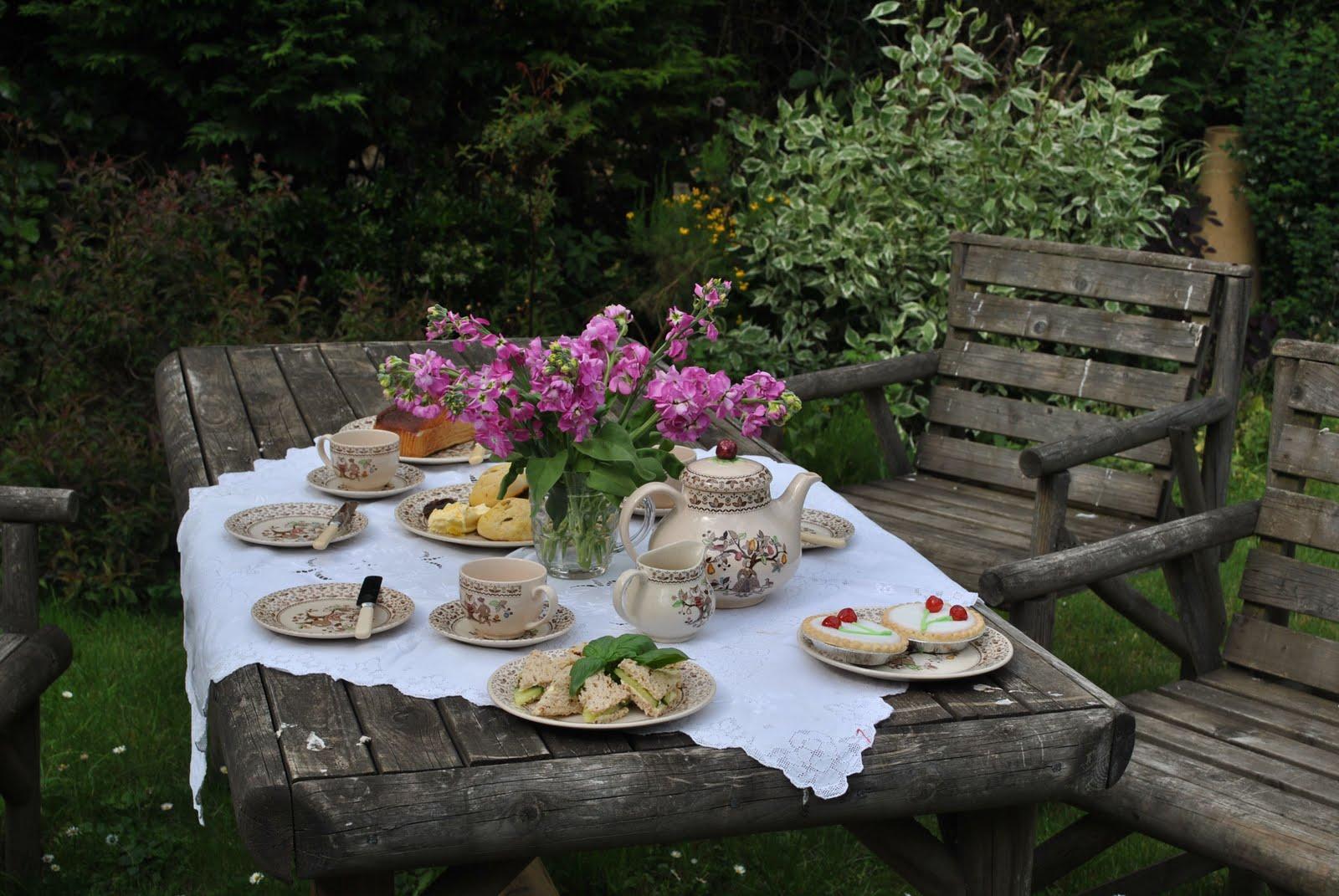 lines from linderhof an english garden tea. Black Bedroom Furniture Sets. Home Design Ideas