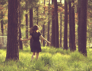 http://1.bp.blogspot.com/-gO2U3W_dlD4/T0EPQzsoI9I/AAAAAAAAALU/1v9Hy51yHlg/s1600/Running+in+the+Woods.jpg