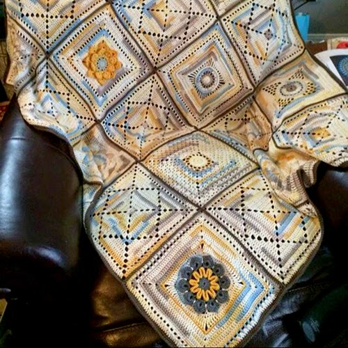 "Granny Squares Afghan ""12 inch Squares"" free pattern"