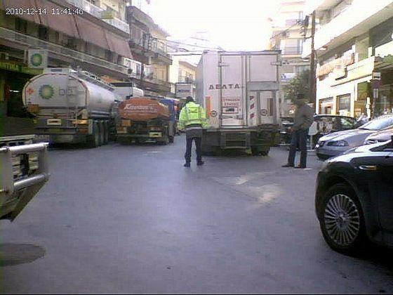 Καθημερινά κλειστό το κέντρο της πόλης από φορτηγά