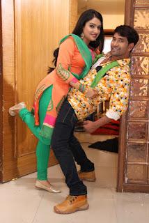 Dinesh Lal Yadav Nirahua and Amrapali Dubey Dinesh & Amrapali  'Nirahua Rikshawala 2' Bumper opening In Bihar & Jharkhand..jpg
