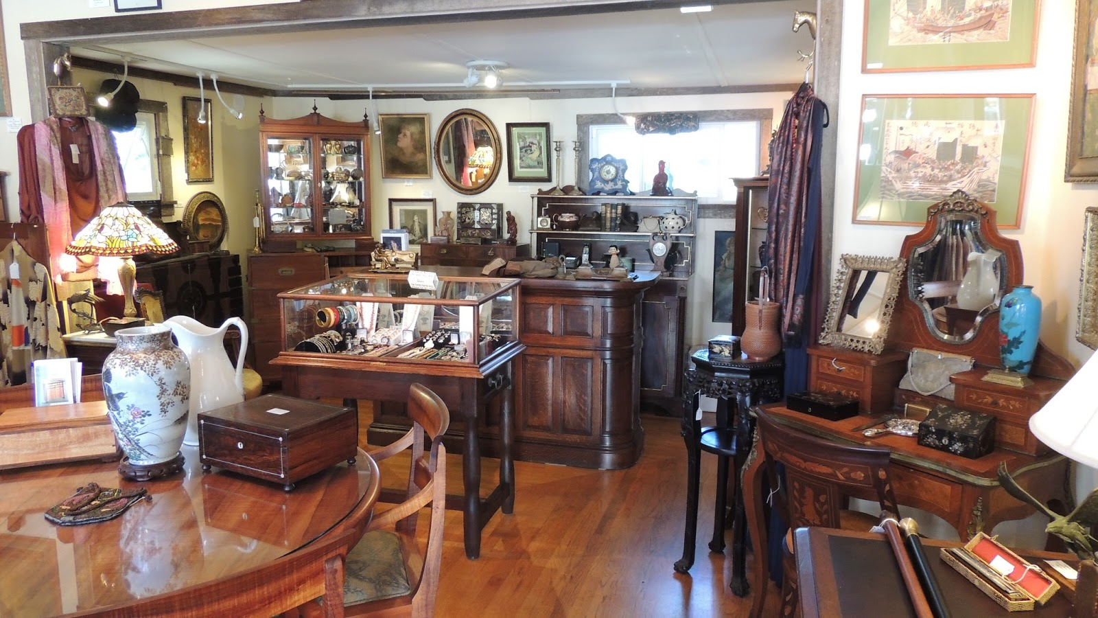 antique boutique antique boutique come in and take a look