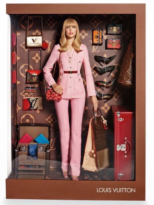 Modelos_hacen_homenaje_a_Barbie_The_Pink_Graff_09