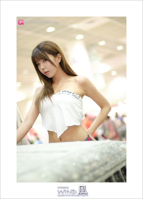 5 Heo Yoon Mi at Korea Autocamping Show 2012-very cute asian girl-girlcute4u.blogspot.com