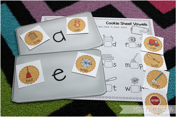 Miss Kindergarten {short vowel cookie sheet sort}