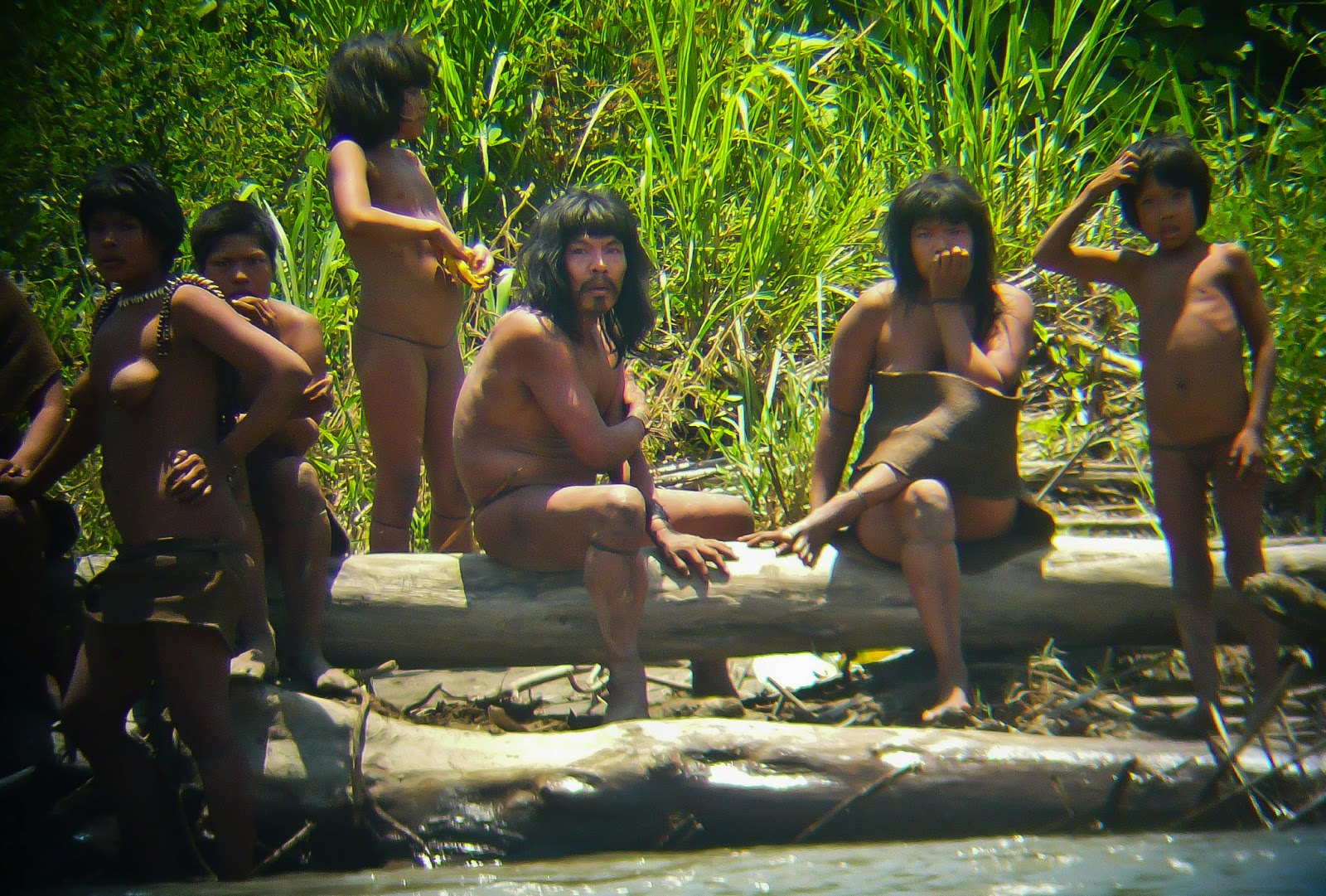 naked-peru-indians-and